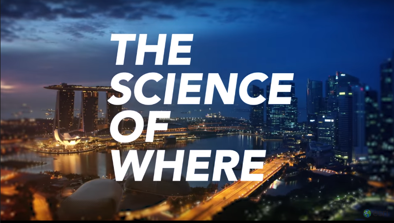 Logo The Science of Where sobre fondo de ciudad nocturna.